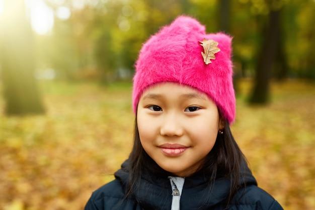 Jesienna dziewczyna jesienią