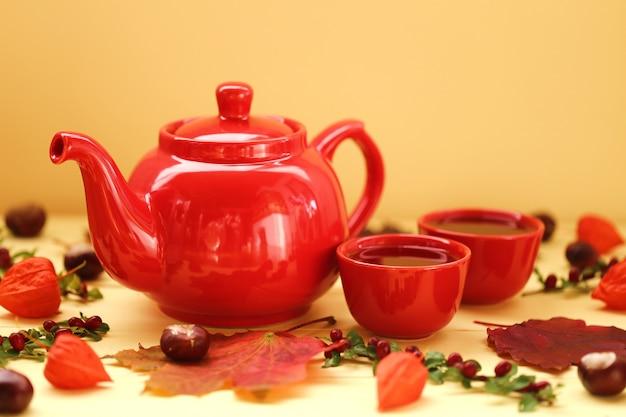 Jesienna herbata. przytulny jesienny nastrój.