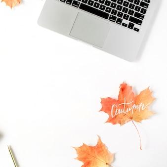 Jesienna jesień. rama obszaru roboczego biura domowego