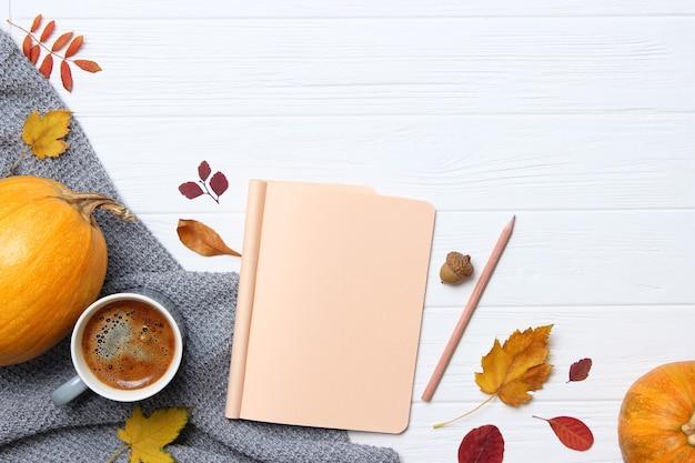 Jesienna kompozycja jesienne liście jesienne zbliżenie tła