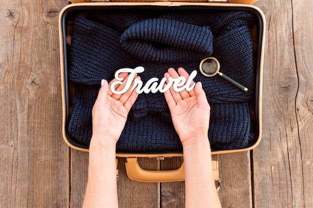 Jesienna kompozycja podróżna z napisem podróży