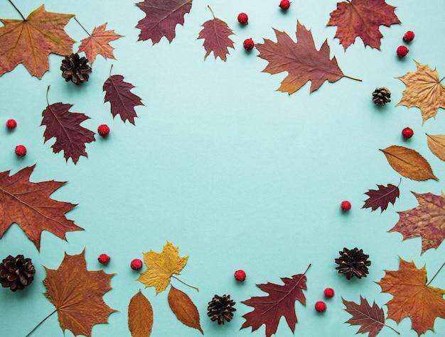 Jesienna kompozycja z liśćmi
