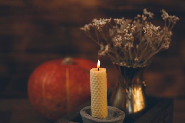 Jesienna przytulna kompozycja przytulny dom jesienią