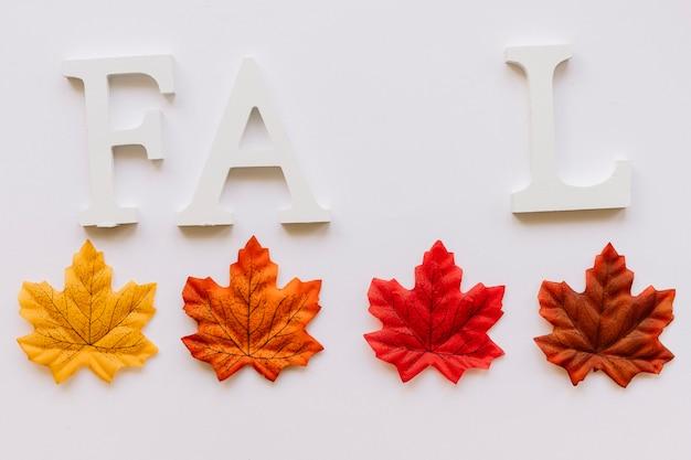 Jesienne liście i znak fall concept