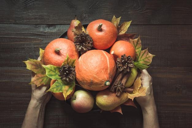 Jesienne martwa natura z liśćmi, centerpieces thanksgiving,