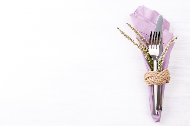 Jesienne nakrycie stołu w święto dziękczynienia