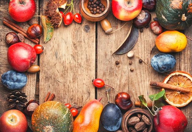 Jesienne owoce w tle
