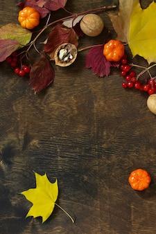 Jesienne tła święto dziękczynienia lub jesienne zbiory tabeli widok z góry