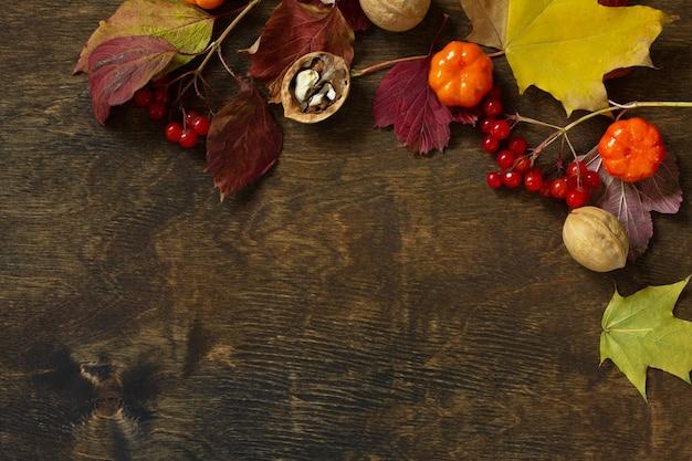 Jesienne tła święto dziękczynienia lub jesienne żniwa nakrycie stołu widok z góry płaskiej świeckiej
