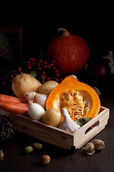 Jesienne warzywa. sezonowa żywność ekologiczna i koncepcja jesiennych zbiorów