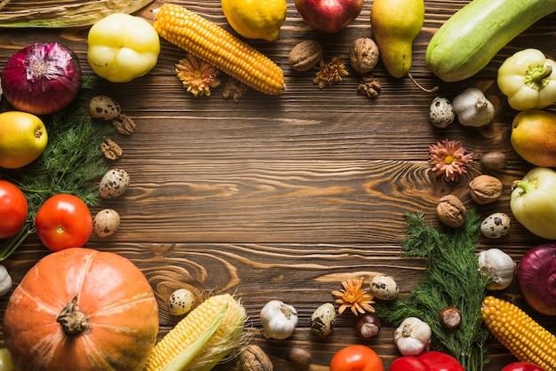 Jesienne warzywa z miejscem w środku