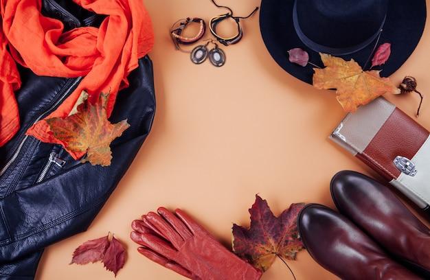 Jesienny strój kobiecy. zestaw ubrań, butów i akcesoriów. kopiuj
