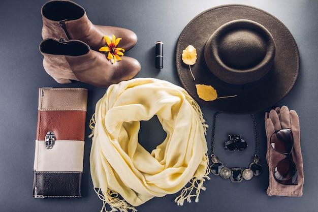 Jesienny strój kobiecy. zestaw ubrań, butów i akcesoriów