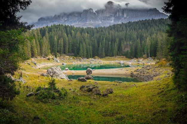 Jezioro carezza we włoszech