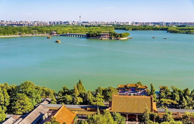 Jezioro kunming widziane z pałacu letniego - pekin, chiny
