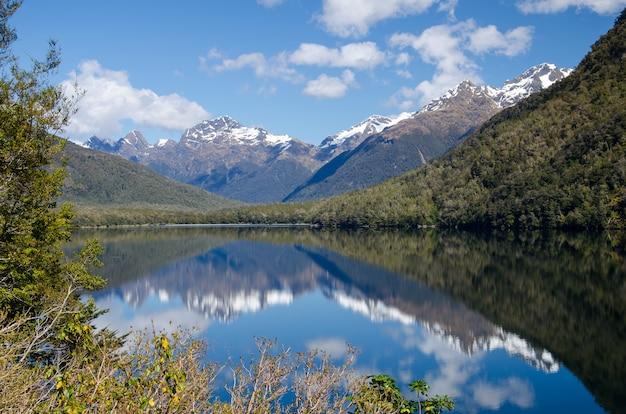 Jezioro lustrzane, milford sound, nowa zelandia