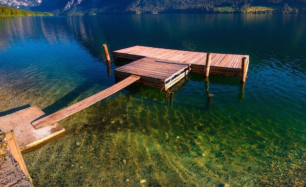 Jezioro między górami. świat piękna włochy europa
