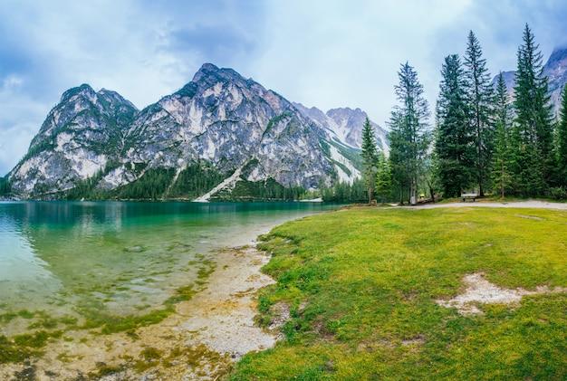 Jezioro między górami