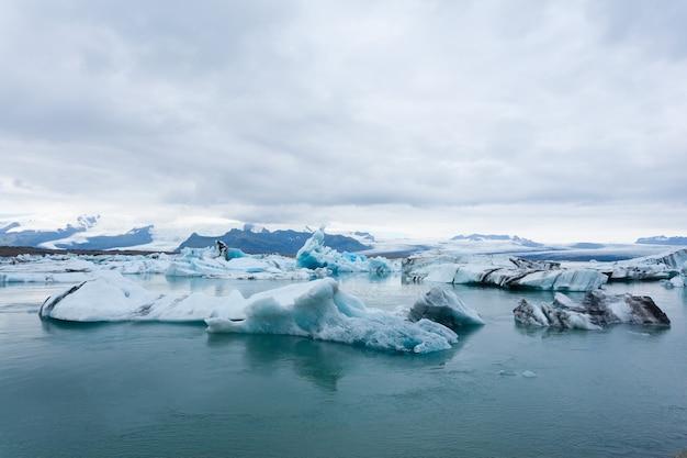 Jezioro polodowcowe jokulsarlon, islandia