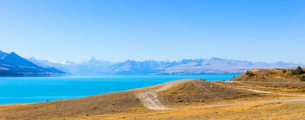 Jezioro pukaki i mt. cook, wyspa południowa nowa zelandia