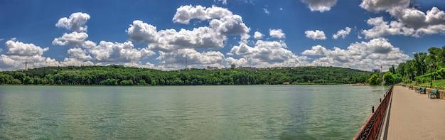 Jezioro valea morilor w kiszyniowie, mołdawia