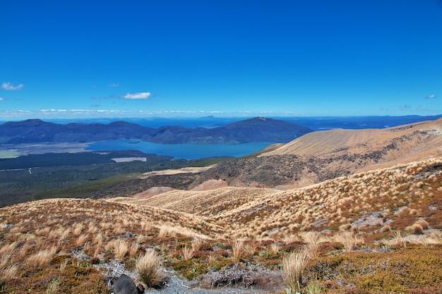 Jezioro w tongariro parku narodowym, nowa zelandia