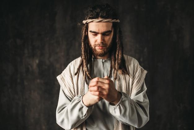 Jezus chrystus modli się. wiara w boga, wiara chrześcijańska
