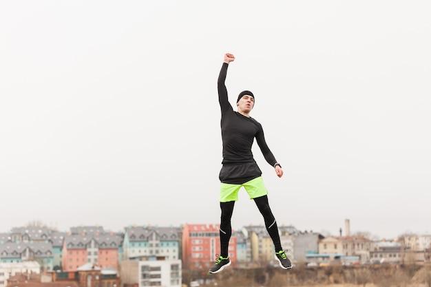 Jogger podnoszenie pięści