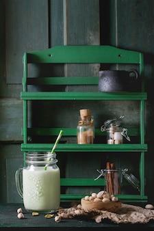 Jogurt z pistacjami
