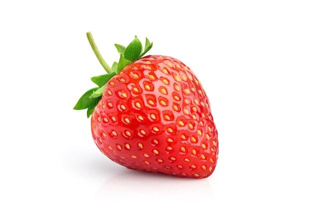 Juicy red strawberry izolowana