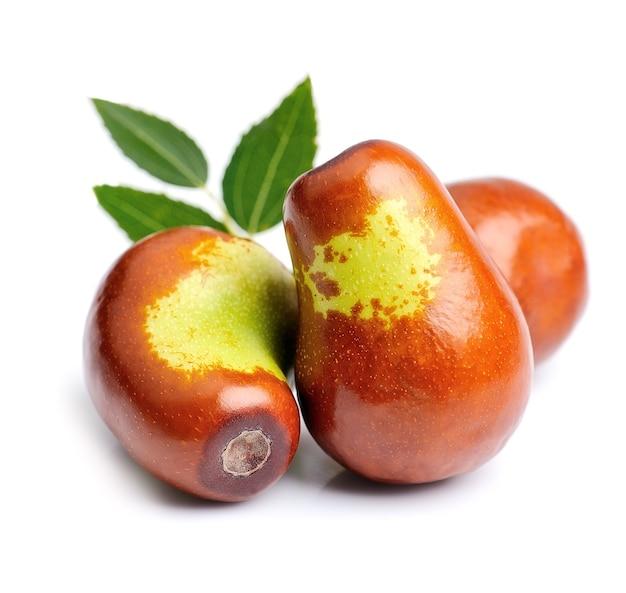 Jujube owoce z bliska na białym tle. unabi.