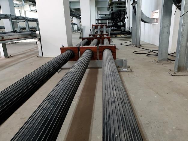 Kabel zasilający wysokiego napięcia 115kv instalacja xlpe w kablowni podstacji