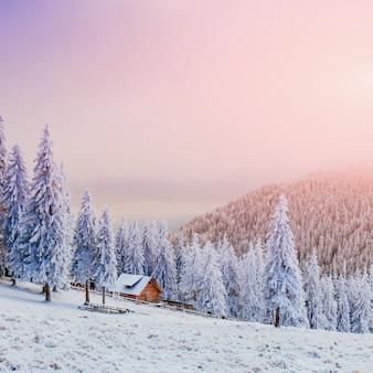 Kabina w górach w zimie