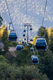 Kabiny kolejki linowej na obszarach górskich