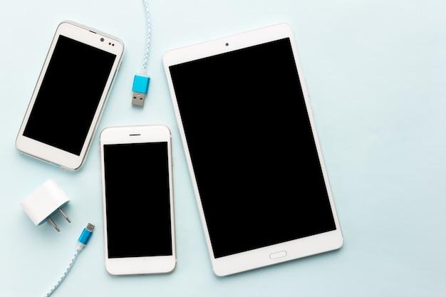 Kable do ładowania usb do smartfona i tabletu w widoku z góry