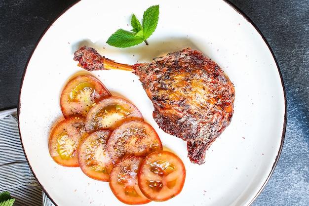 Kaczka pieczona udko z mięsa drobiowego
