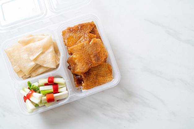 Kaczka po pekińsku w pudełku dostawy