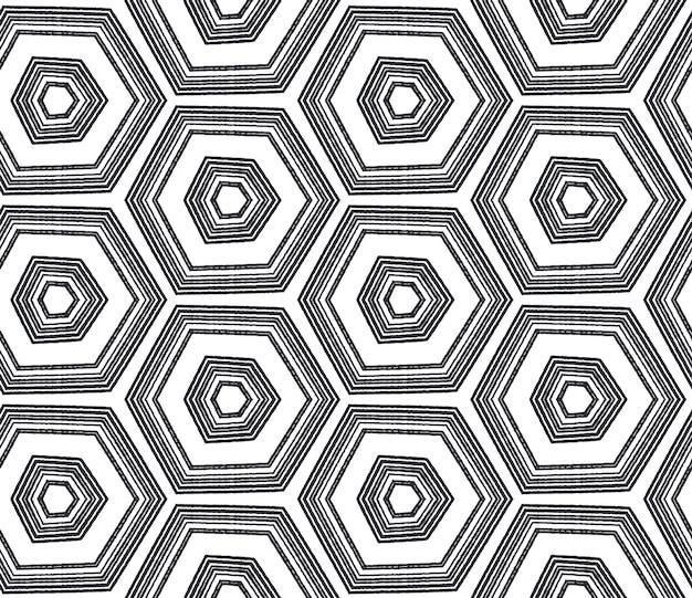 Kafelkowy wzór akwarela. czarne tło symetryczne kalejdoskop. tekstylny, uczciwy nadruk, tkanina na stroje kąpielowe, tapeta, opakowanie. ręcznie malowane taflowy akwarela bezszwowe.