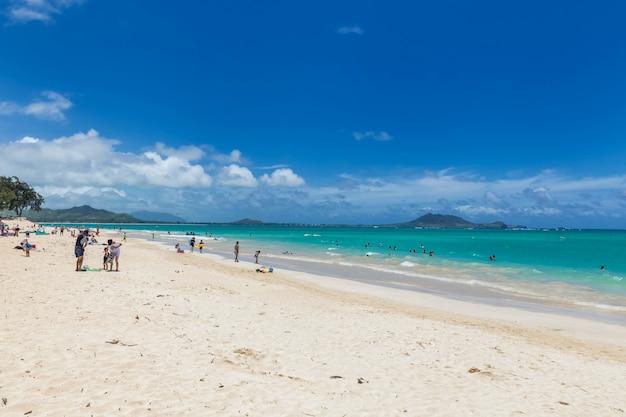 Kailua plaża z piękną turkus wodą na oahu wyspie, hawaje