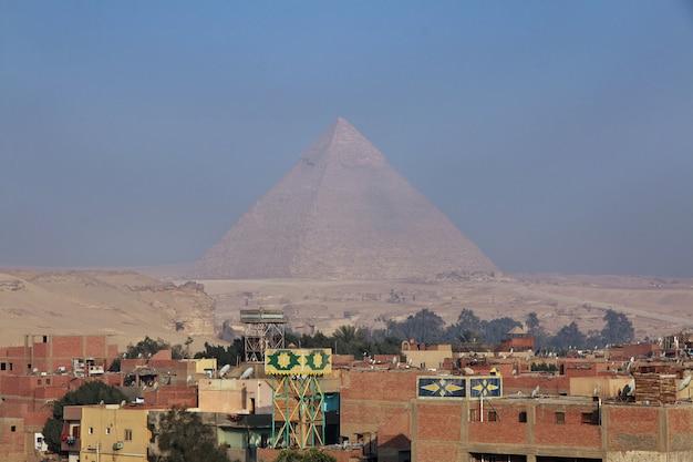 Kair, egipt - 05 marca 2017 r. giza, widok w kairze stolicy egiptu