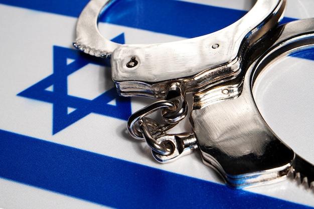 Kajdanki na fladze izraela.