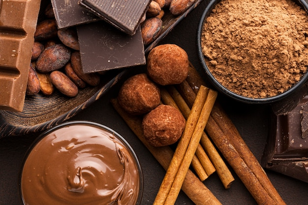 Kakao w proszku z bliska z truflami