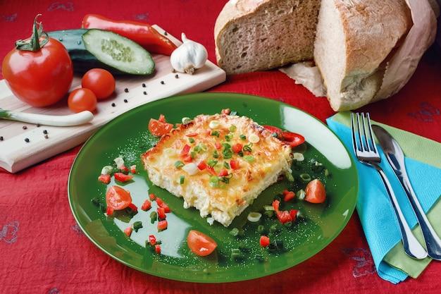 Kalafior z serem i warzywami zapiekany w piekarniku