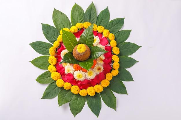 Kalasz z kokosem i dekoracją kwiatową