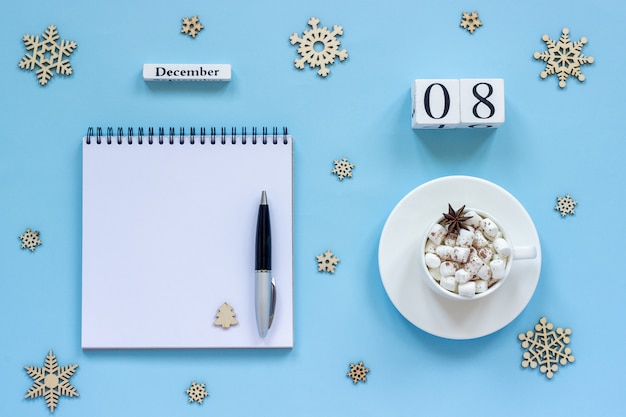 Kalendarz 8 grudnia szklanki kakao i pianki