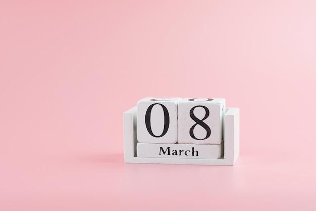 Kalendarz 8 marca z miejsca kopiowania tekstu. koncepcja miłości, równości i międzynarodowego dnia kobiet
