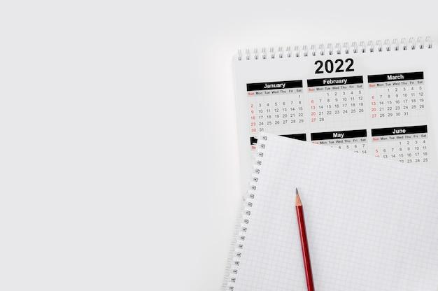 Kalendarz roku 2022 harmonogram z pustą notatką do listy rzeczy do zrobienia na papierze