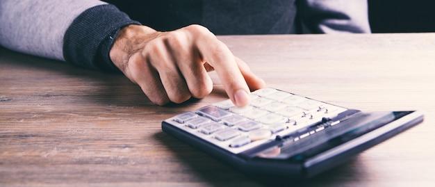 Kalkulator i sprawozdanie finansowe z bliska - koncepcja rachunkowości