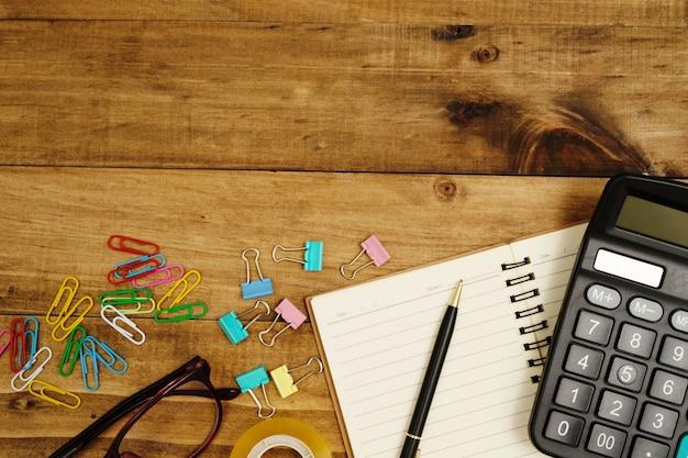 Kalkulator i sprzęt do robienia pocztówek
