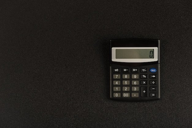 Kalkulator na czarnym tle